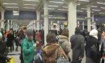 Warteschlange am Bahnhof London