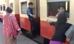 Zug fahren nonstop in Burma