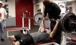 Bodybuilder im Unglück