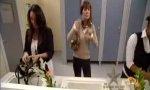 Verstecke Kamera: Pupsen auf dem Frauenklo