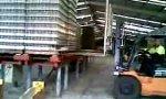 Lustiges Video : 2000 Flaschen Experiment mit Gabelstapler