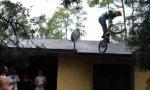 Lustiges Video : Mit dem BMX-Rad vom Dach