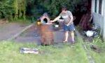 Mülltonne im Garten sprengen