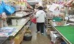 Rumpelstilzchen beim Einkaufen erwischt